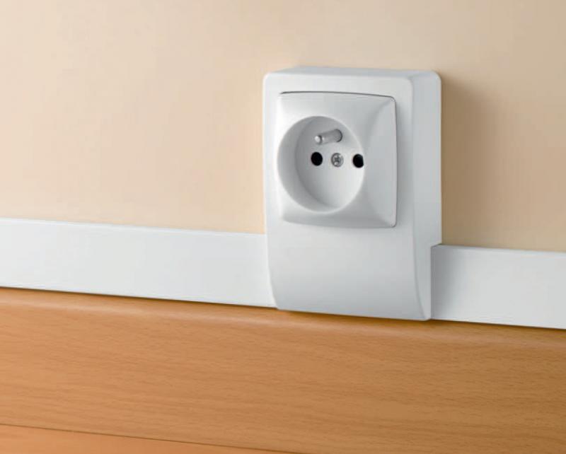 moulure pour votre installation lectrique mousel elec. Black Bedroom Furniture Sets. Home Design Ideas